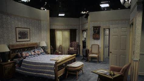 everybody loves raymond bedroom set seinfeld everybody loves raymond full house 90s tv