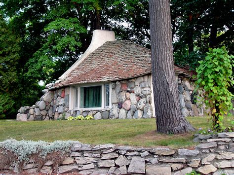 mushroom houses charlevoix mi earl young architect wikipedia