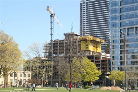 Highrise Apartments Milwaukee Wi Friday Photos Downtown S New Apartment Tower Rises