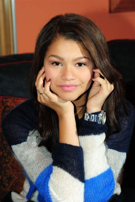 Sis Zendaya Syari are you mrs right cuz i you a roc and story chapter one