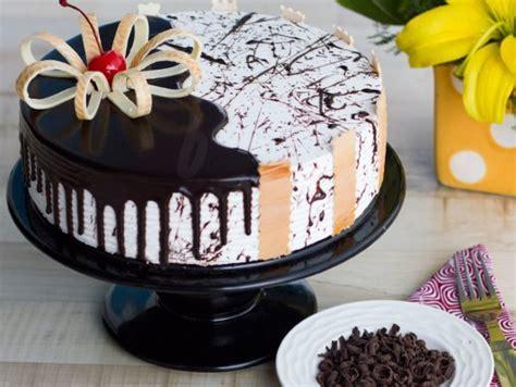 Choco Vanilla Cake   Ebony And Ivory Cake: Bakingo
