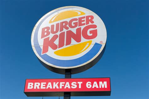 burger king takes on mcdonalds with new double quarter