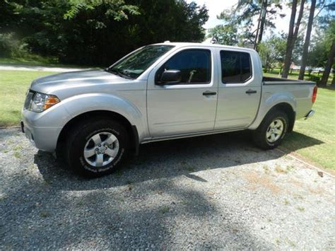 used 2012 nissan frontier sv crew cab 4wd 6speed manual for sale in edgewater park nj 08010 sell used 2012 nissan frontier sv 4x4 crew cab in north