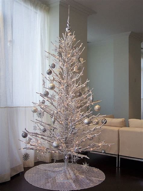 top minimalist and modern christmas tree decor ideas