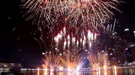esplanade new year singapore singapore fireworks new year celebration 2017 marina bay