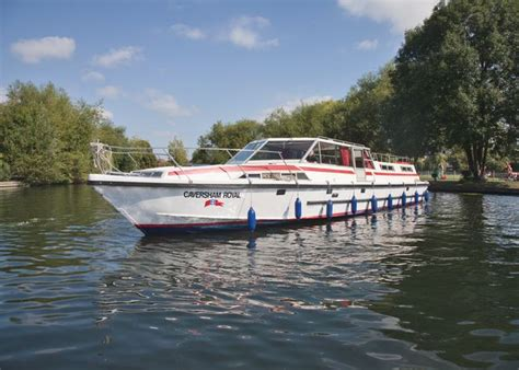 thames river boats offers uk holiday boating narrowboats and canal boating holidays