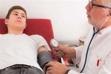 niedriger blutdruck im liegen gleichgewichtsst 246 rungen ursachen und therapie