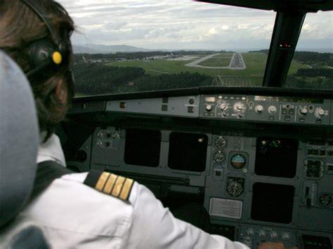 cabina de avion el peligro del piloto autom 225 tico fallo inform 225 tico a bordo