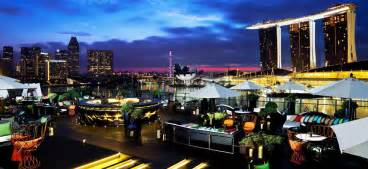 For a glamorous night out in Singapore go to Fullerton Bay ...