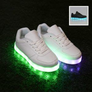 scarpe si illuminano le sneakers si illuminano con il led quanto costano e
