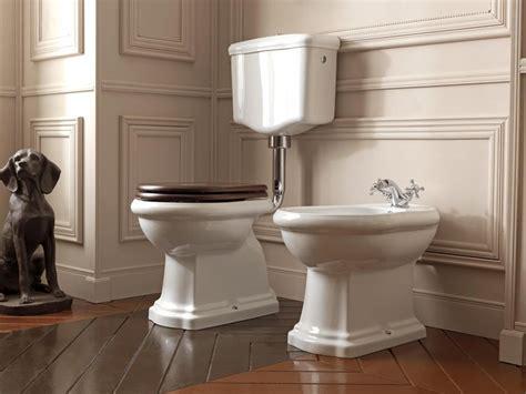 retro toilette mit spuelkasten wandhaengend