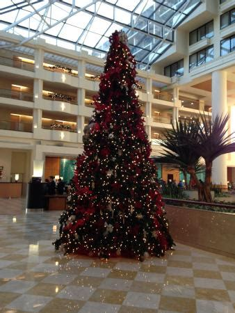 christmas tree in lobby picture of orlando world center