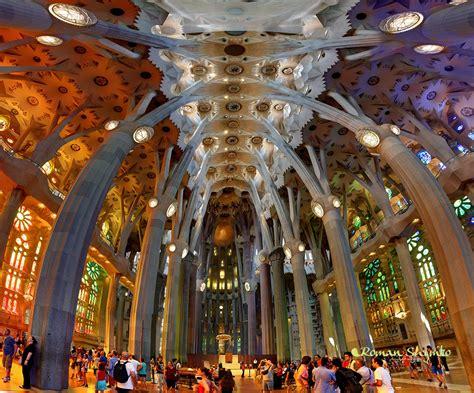 interior de la sagrada familia lights
