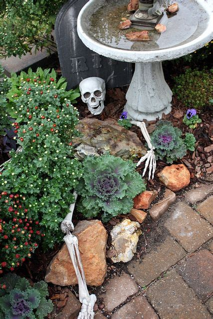 interesting 10 expansive garden decoration design 21 cool and spooky halloween garden d 233 cor ideas gardenoholic