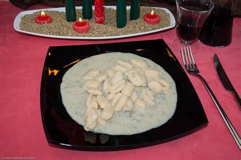 come cucinare i gnocchi di patate come fare gli gnocchi di patate al gorgonzola ricette di