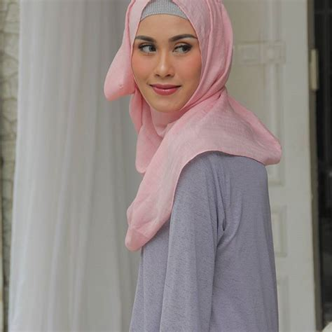 Sentuhan Bunga Amy Qanita di Rancangan RA Hijab   Hijab