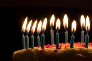 kuchen kerzen file blue candles on birthday cake jpg