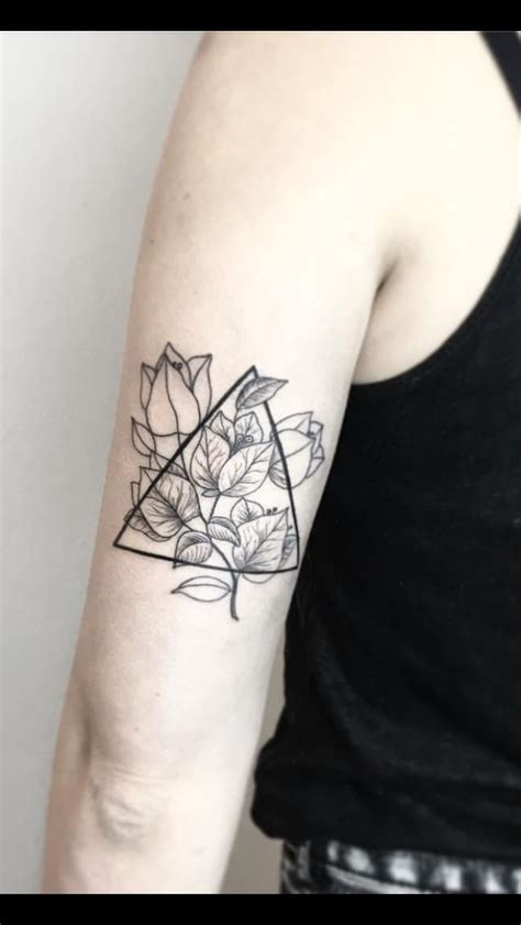 tattoo geometric uk 25 best ideas about geometric triangle tattoo on
