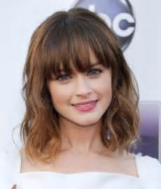 best 25 medium hairstyles with bangs ideas on pinterest