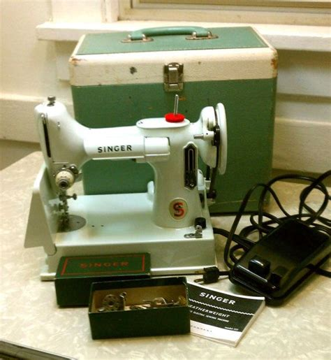 vintage singer featherweight 221 sewing machine sews vintage singer featherweight portable sewing machine rare