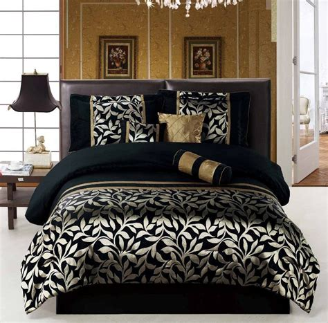 Gold And Black Comforter Set by Black And Gold Bedroom Black And Gold Bedroom Design Gucci