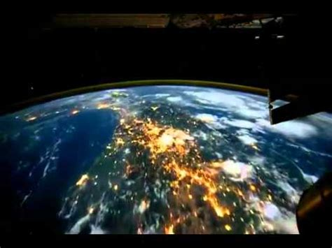 imagenes satelitales hd vista del planeta tierra desde satelite volando sobre la
