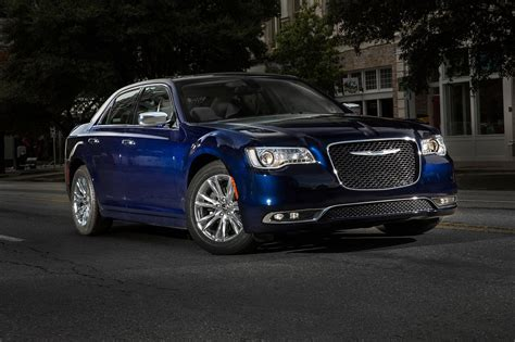 chrysler 300c 2018 2017 chrysler 300 reviews and rating motor trend