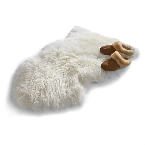 bowron sheepskin rug bowron new zealand sheepskin rug 168547 rugs at sportsman s guide