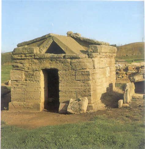 casa etrusca tombe etrusche a edicola
