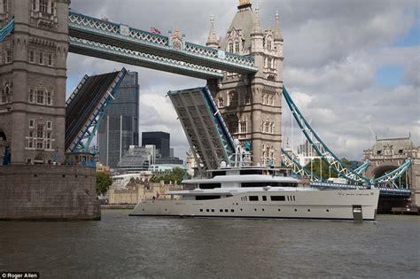 boat restaurant tower bridge 163 100m superyacht passes under london tower bridge daily