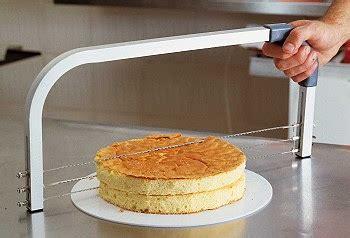 Alat Pemotong Pemangkat Kue Cake Tart Cake Slicer kami sebagian peralatan yang diperlukan dalam pelajaran pastry