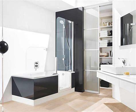 badewanne zum duschen begehbare badewanne mit dusche und t 252 r in eine rechteckige