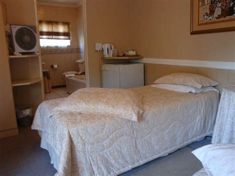 accommodation cbell bell lu guest house in kimberley