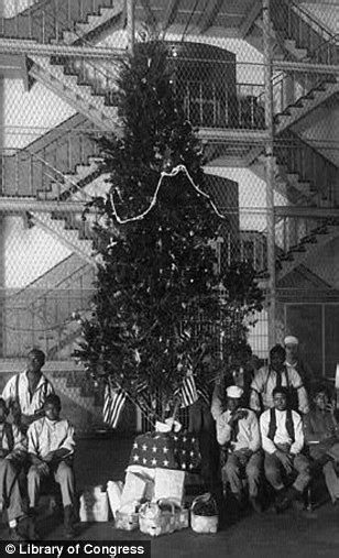best dressed christmas tree for 1920 house and places nostalgic photos reveal 200 years of
