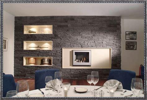 wohnzimmer in brombeer grau verblendsteine innen wohnzimmer zuhause dekoration ideen