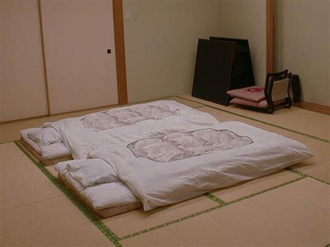 sleeping on a futon why japanese couples prefer to sleep separate iromegane