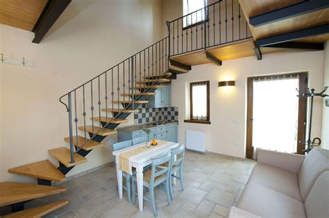 angolo cottura e soggiorno soggiorno e angolo cottura appartamento lavanda paradiso44