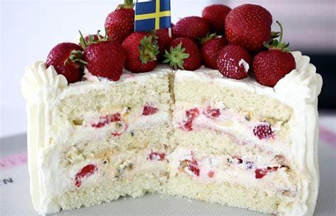 Reader Recipe Swedish Strawberry Cake by Swedish Midsummer Strawberry Cake 4