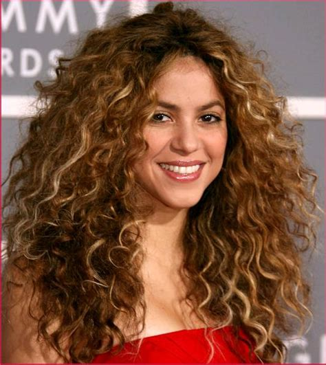 is shakiras hair naturally curly zireku shakira hairstyles