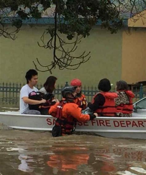 rescue san jose san jose crews rescue 5 from flooded homeless encment at coyote creek abc7news