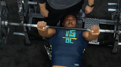 nfl combine 225 bench press watch potential no 1 pick myles garrett put up 33 reps on