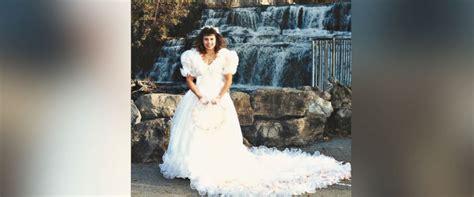 ecu christmas skirt turns 1980s wedding dress into fluffy tree skirt abc news