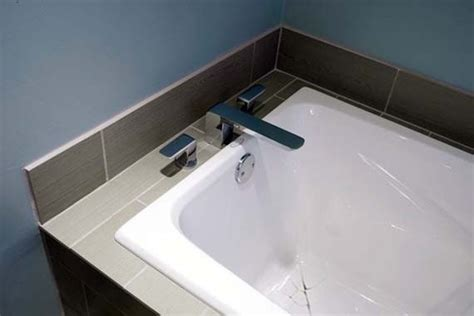 repair fiberglass bathtub crack how to fix a cracked bathtub fiberglass 28 images how