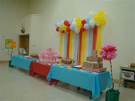 themes for kindergarten graduation preschool graduation table dr seuss theme quot oh the places