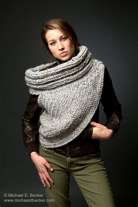 pattern for hunger games sweater from raverly by kysaa katniss cowl pinterest
