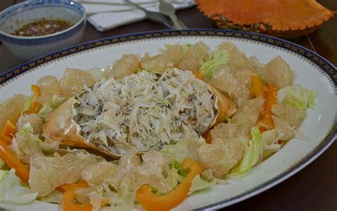indonesian medan food dressed crab  pomello salad