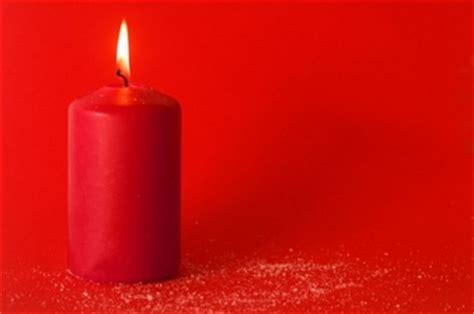 candela accesa candela accesa foto e vettori gratis