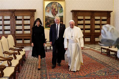 trump pope francis melania and ivanka trump wear black veils to meet the pope