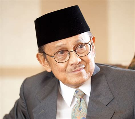 Biography About Bj Habibie | b j habibi delfizda