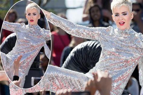 Katy Perry Wardrobe by Katy Perry Suffers Rookie Wardrobe Ok Magazine